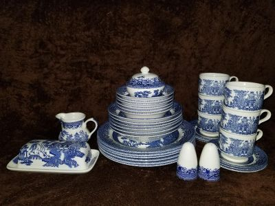 Vintage Churchill Willow 37pc dining set