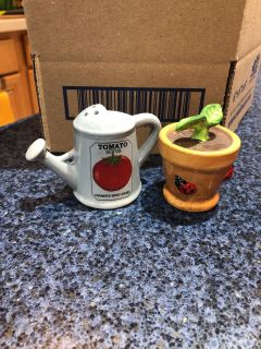 Salt and pepper shakers - watering can and flower pot