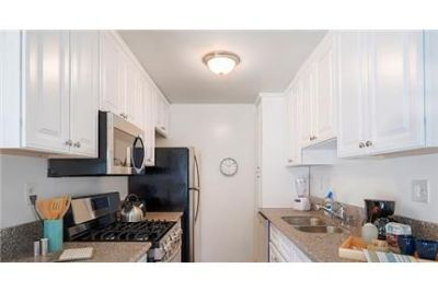 2 bedrooms Apartment in Santa Monica. Parking Available!
