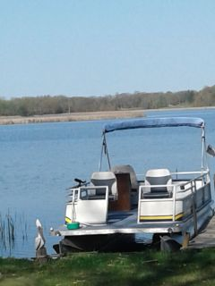 25' Crest Pontoon with 25 hp Mercury