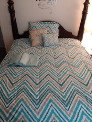 6 pc. Twin teal white gray comforter set 1 flat sheet 1 fitted sheet 2 pillows 1 sham 1 comforter excellent condition