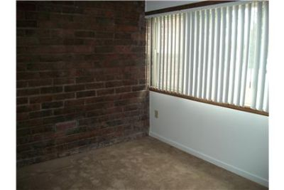 Beautiful Country Setting-2 BR Patio Apartment