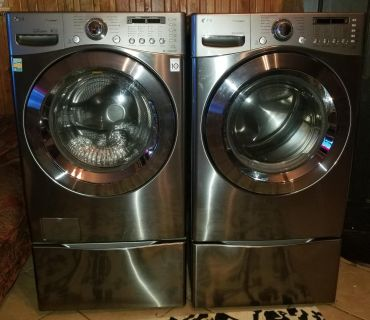 Front load HE washer and dryer w/pedestals