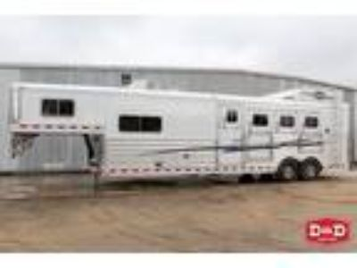 2018 Elite Trailers 4 Horse Living Quarters Trailer 4 horses