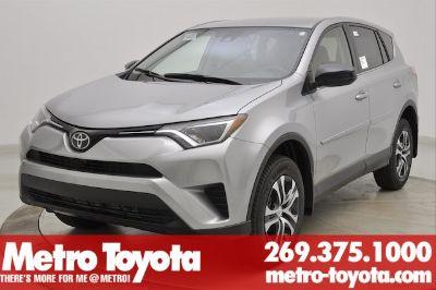 2018 Toyota RAV4 LE (Silver_sky_meta)