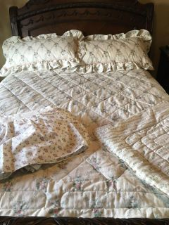 Reversible King Size Comforter, Bed Skirt, 2 Pillow Shams, and 2 King Size Pillows