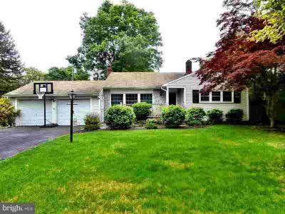 68 Manor Ln YARDLEY Three BR, Nice front to back ranch style home