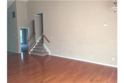 3bed/2.5bath/ 2 car garage Townhome available Cary