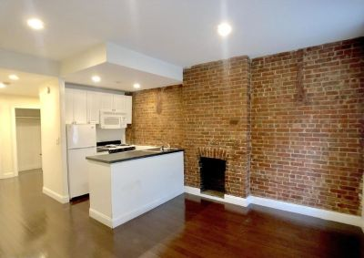 NO FEE 2 bedroom with Private outdoor space