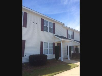 **2 Bedroom 1.5 Townhouse Close to Medical District $795/Month**
