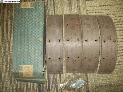 NOS brake shoe lining set of four ZPD 550 SP307