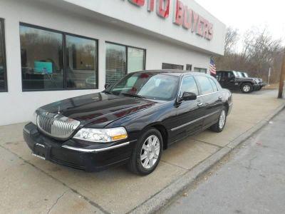2011 Lincoln Town Car Executive L (Black)