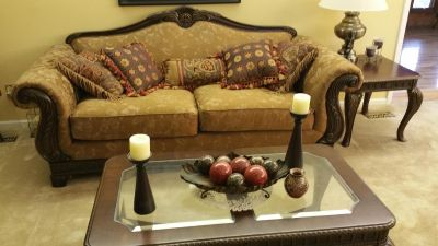 Traditional Couch, Loveseat, Chair & 2 Tables