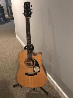 Mitchell acoustic Guitar with stand and carry bag, like new!!!