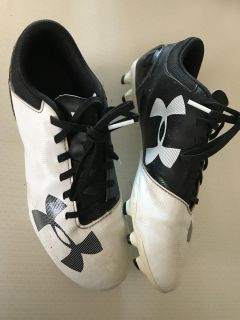 Boys or girls soccer cleats - size 5