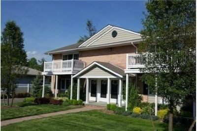 Large, Air-Conditioned 1&2 Bedrooms with Private Entry. Parking Available!