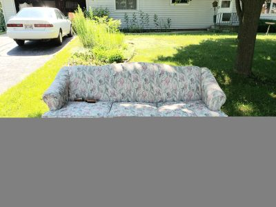 CURB ALERT! Free Couch