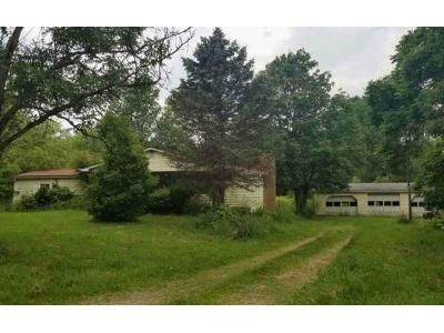 2 Bed 1 Bath Foreclosure Property in Midland, PA 15059 - Tuscarawas Rd
