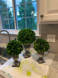Boxwood pedestal Decor