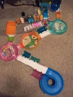 Zhu zhu 8 hamsters a puppy a car and accessories