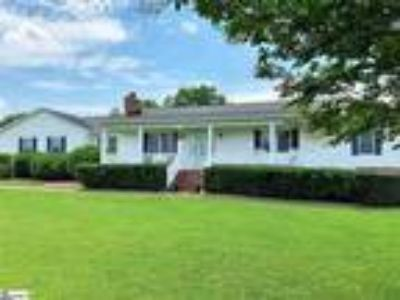 Potential Gentleman Farm!! Check out this ado...