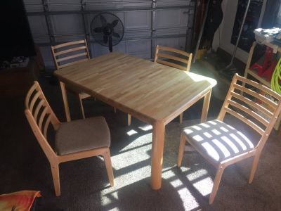 Nice Oak Table with 4 chairs