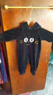 HALLOWEEN ONESIE WITH HOOD WITH CAT EARS ON HOOD 0-3 MONTHS