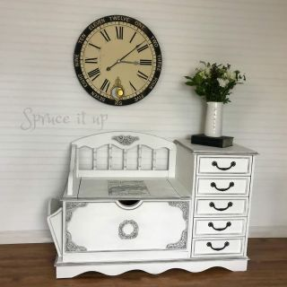 Hand painted a farmhouse style bench
