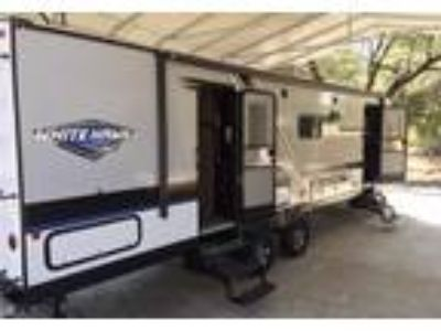 2018 Jayco White-Hawk Travel Trailer in Oakhurst, CA