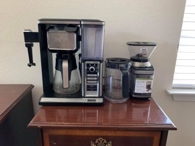Ninja coffee brewing station and coffee grinder