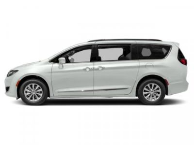 2019 Chrysler Town & Country Touring (Bright White Clearcoat)