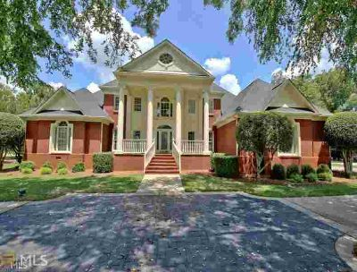 140 Isleworth Way FAYETTEVILLE Six BR, Four-sided BRICK