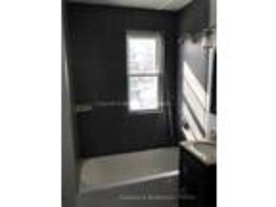 $2100 Huge/Beautiful Revere 3Bd 4/1/17 Move-In! +1000Sqft Close to T