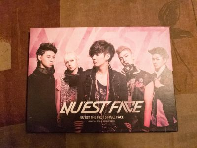 Nuest face Kpop cd with photocard