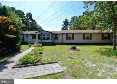 13 Francis Ln Williamstown, LAKEFRONT!! This COZY Three BR