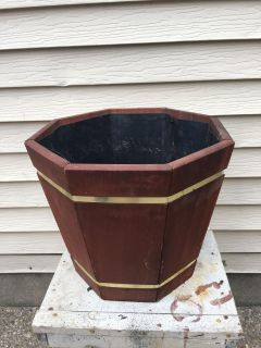 Like new wooden planter Porch Pickup Marquette Hts Only