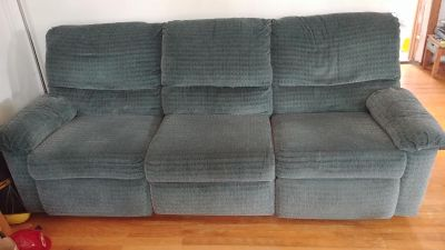 FREE Couch. 2 sided recliner. AUC.