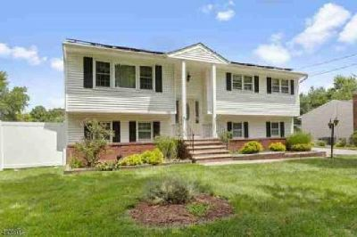 1004 Vail Rd Parsippany-Troy Hills Township, Welcome home!