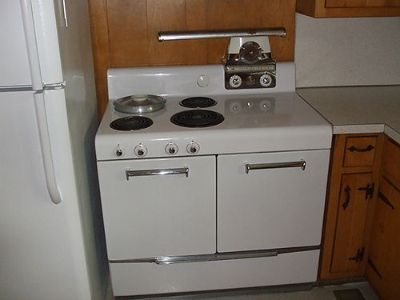 COOKSTOVE VINTAGE 1950'S WITH BUILT-IN BEAN POT, ...
