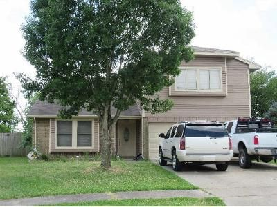 4 Bed 2.5 Bath Foreclosure Property in La Porte, TX 77571 - Redbud Dr