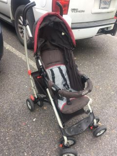 Single stroller with canopy and cargo