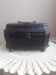 """Vtg Wooden Chest / carrying handle - 9"""" wide by 7"""" tall - Brown exterior"""