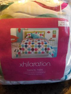 Twin XL comforter and bed skirt