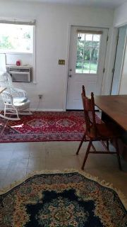 1Br 1 Ba in SFH Convenient to everything Utilities and internet included $800/m