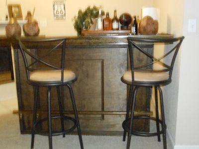 Bar and 3 stools