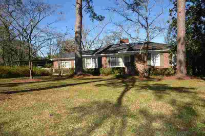 1905 Whispering Pines Rd Albany, NW . Brick home with plenty