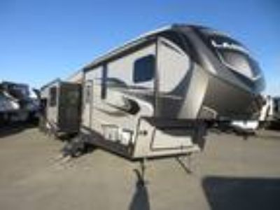 2018 Keystone Laredo 298SRL Rear Living / 3 Slide Outs/ Island Kitchen