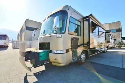 2004 Monaco Executive 43DS2 Diesel Pusher