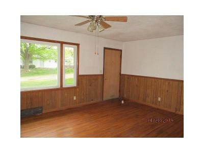 3 Bed 1 Bath Foreclosure Property in Deer Creek, IL 61733 - W Mckinley Ave