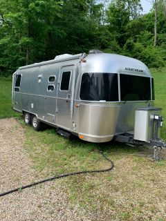 2016 Airstream Flying Cloud 25RB Twin